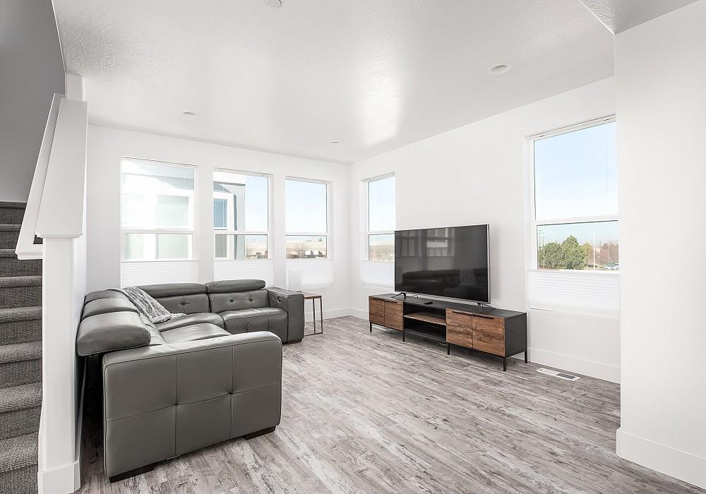 3850 W. Kinglassie Lane, Salt Lake City, UT 84129
